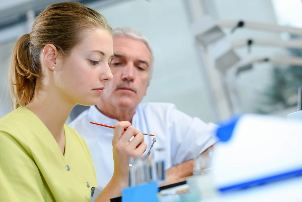 When do I need to visit the emergency dentist in Coral Springs?